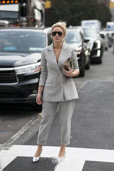秋冬服装流行趋势示范 灰色单品比任何颜色都高级