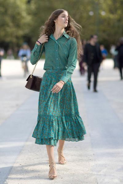 时尚达人街拍穿搭示范 三个技巧让你轻松穿好裙装
