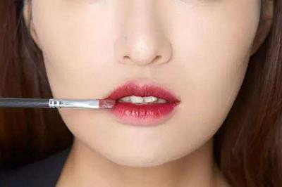 唇色深用什么颜色的口红