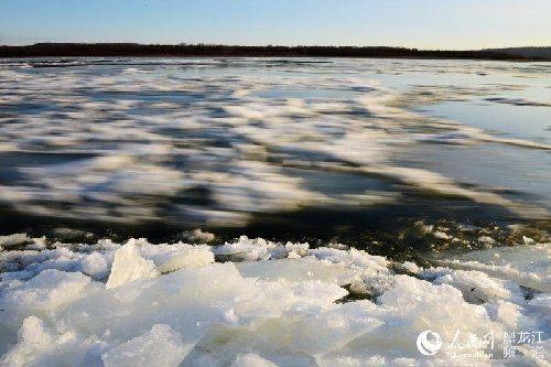 黑龙江上游进入冰封季 开始呈现大面积流冰