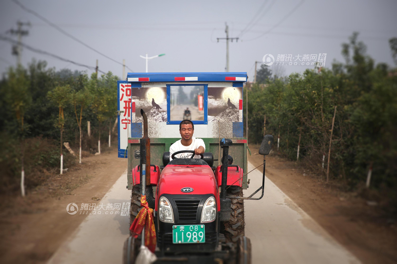 小伙开拖拉机房车游西藏 网络世界再缤纷多彩也不如大千世界美妙
