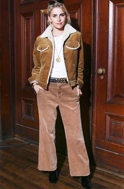 欧美达人街拍造型示范 条绒裤穿对了不要太时髦