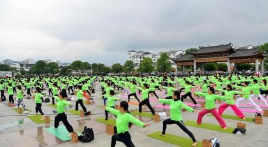 海南三亚举办世界瑜伽交流大会