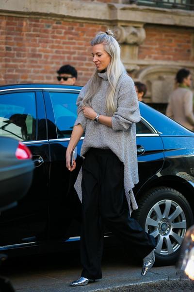 肩宽女生穿衣搭配技巧 一件毛衣让你摆脱魁梧身材