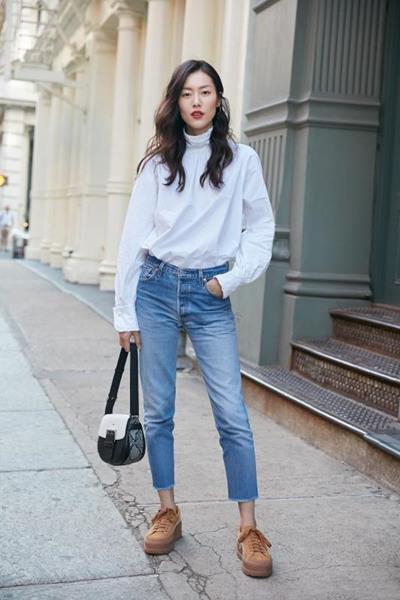 跟刘雯学穿衣搭配造型 白衬衫+牛仔裤时尚感十足