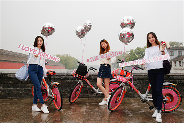 Kipling携手摩拜单车推出全新2017冬季早春新品包包