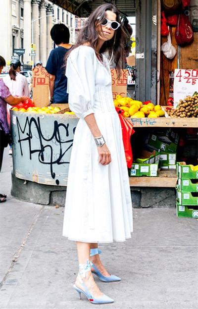 时尚达人穿衣搭配技巧示范 一点小心机让基础款闪光