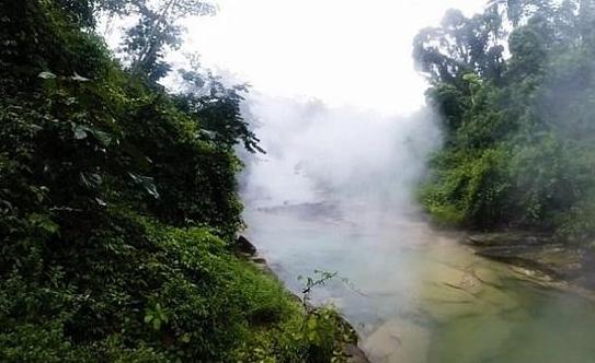 秘鲁河流烫死动物 温度高达100