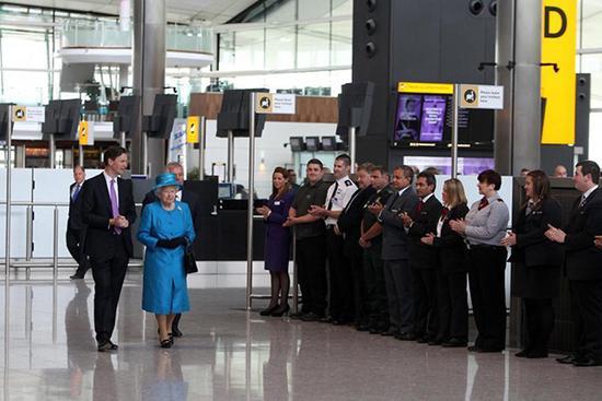 伦敦一机场信息泄露 包括英国女王及各国政要进出希思罗机场的路径
