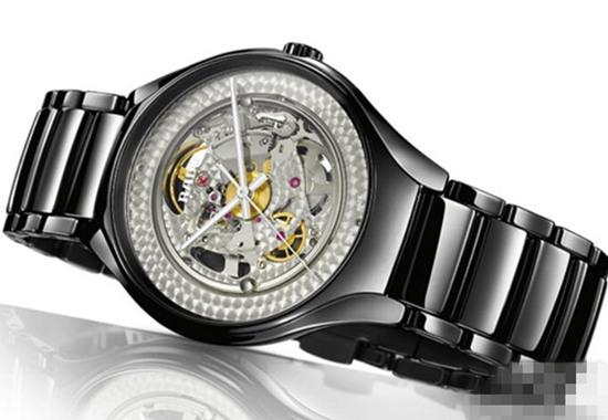 黑色的隐匿者 雷达表推出全新True Shadow限量版腕表