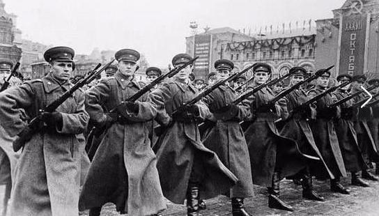 苏联三大元帅被处决:导致600万苏军成无头巨人