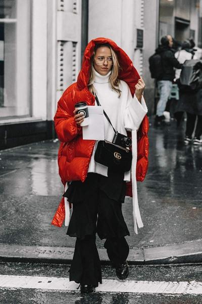 冬季服装流行趋势示范 来件红色羽绒服打破冬日沉闷