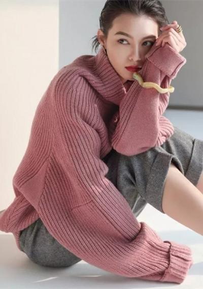 欧美服装流行趋势示范 宽大毛衣更加时髦有feel