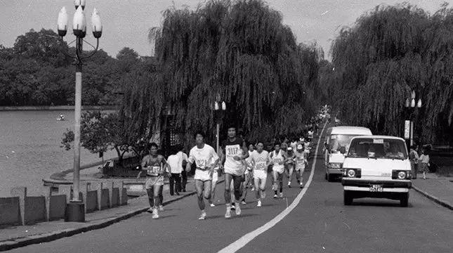 杭州马拉松而立之后的成长写照