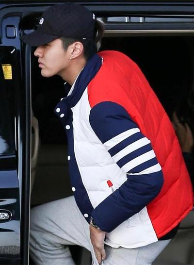 吴亦凡最新街拍示范 拼色棉衣尽显时髦运动Style