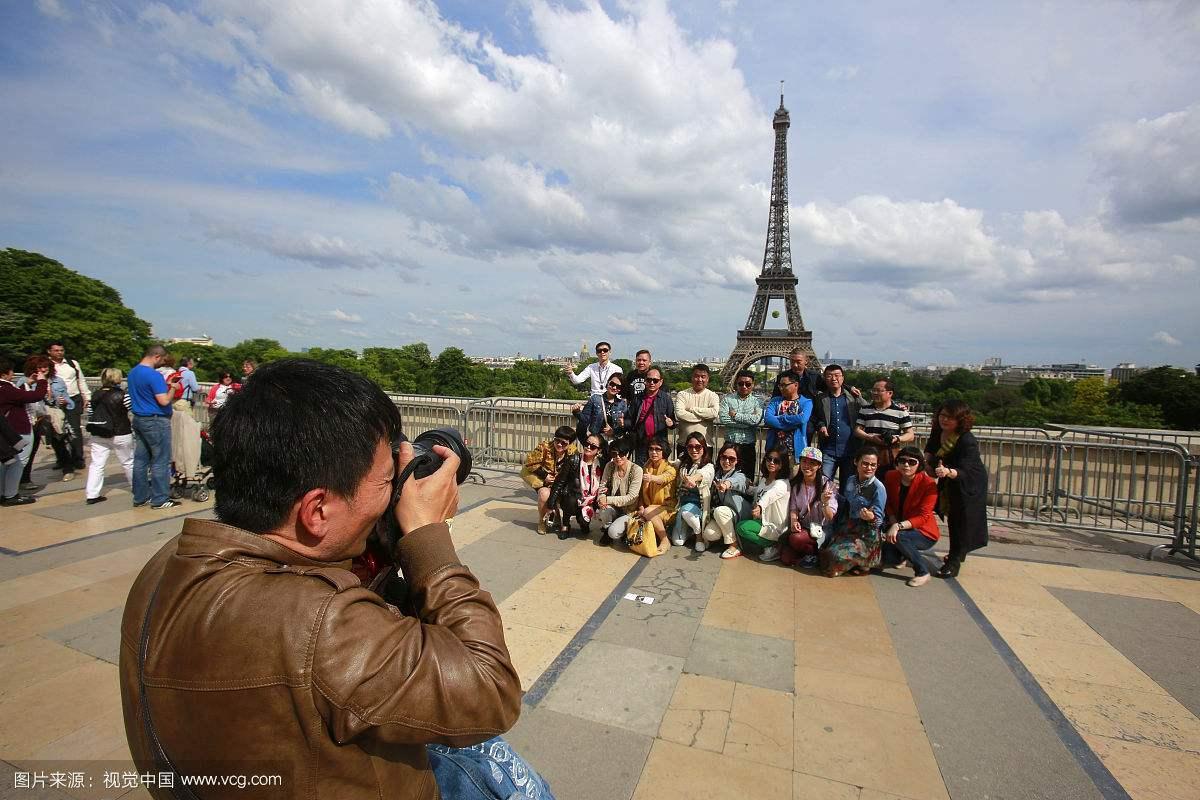 中国游客巴黎被抢 4名男子抢了40人团