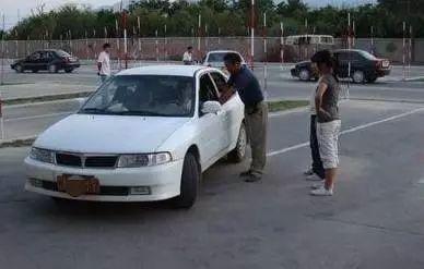 女学员练车撞死老人 教练因交通肇事罪被捕