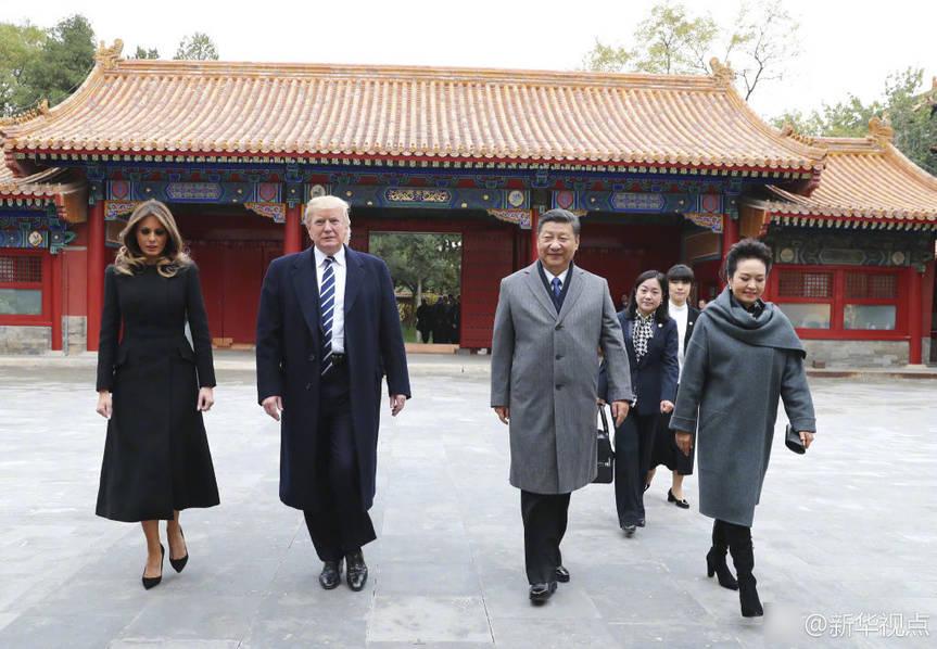 习近平和彭丽媛在故宫迎接特朗普夫妇