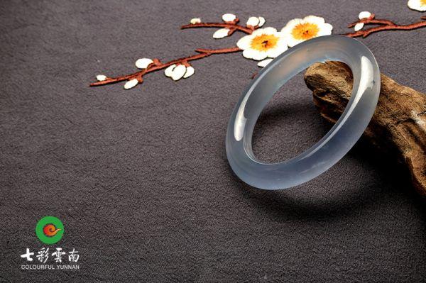 中国翡翠行业领军企业七彩云南应邀赴2017中国国际珠宝展参展