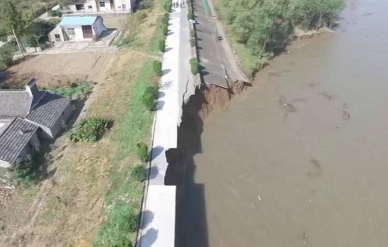 长江发生江堤坍塌 300村名已撤离
