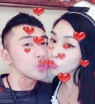 钟丽缇张伦硕庆结婚一周年 网友:这就是爱情最初的样子!