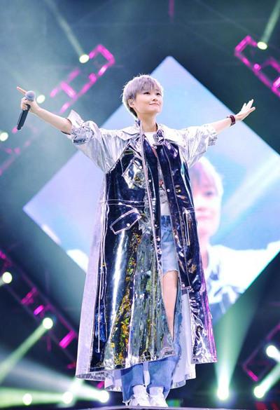 学李宇春穿衣搭配造型 做着装零失误女神