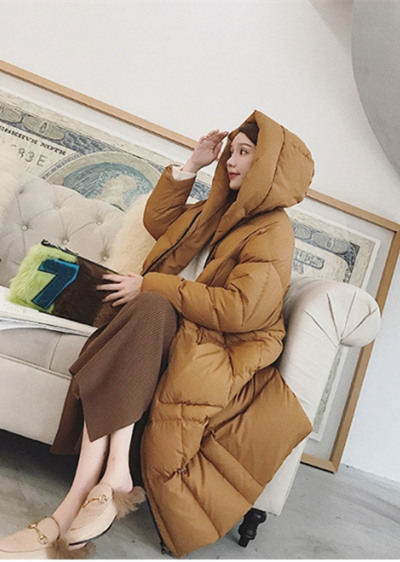 深秋服装流行趋势示范 焦糖色羽绒服这么穿不臃肿