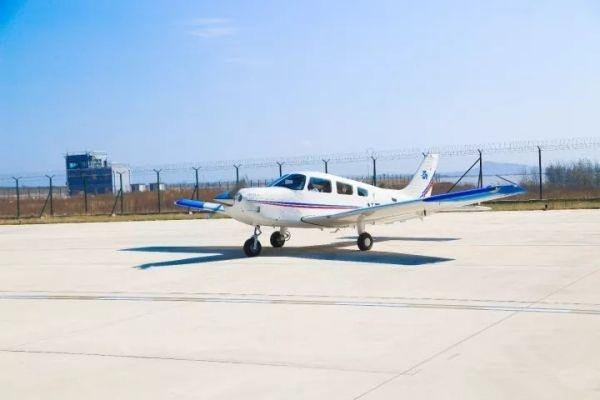 日照机场复装首架Piper PA28 Archer私人飞机成功首飞