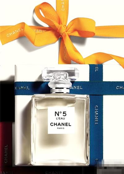 香奈儿五号推出全新三款圣诞节限量版香水