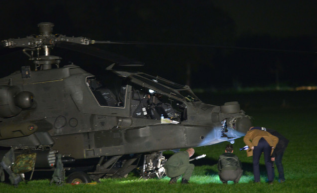 荷兰直升机撞高压线缆