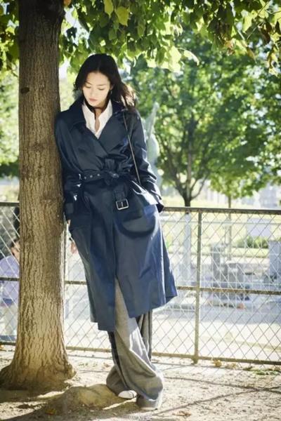 秋冬穿衣搭配造型示范 长外套+阔腿裤让你气场全开