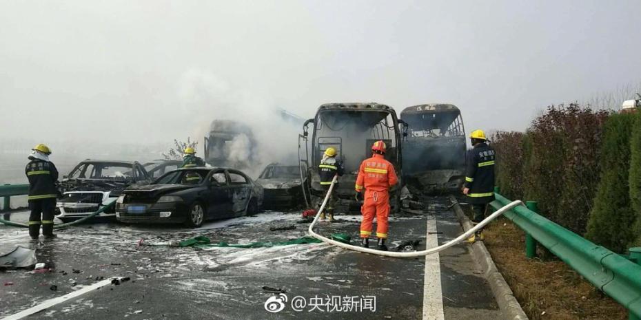 安徽高速30车连撞致18死 21名伤者现在医院救治