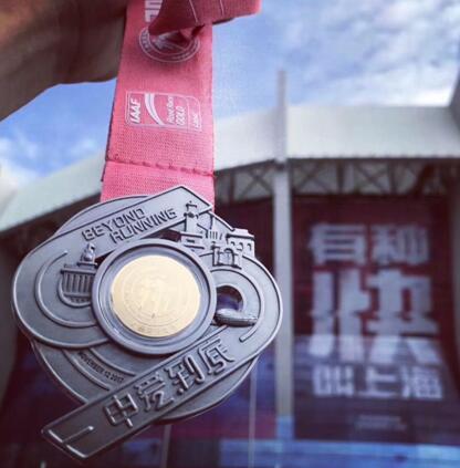 第22届上海国际马拉松开跑 六福珠宝完赛奖牌见证每个激动时刻