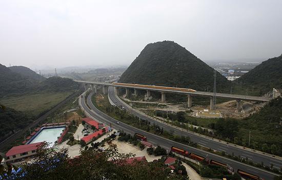 铁总责:沪昆高铁贵州段个别隧道存严重质量问题
