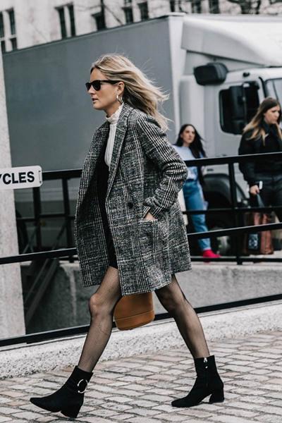 欧美冬季街拍造型示范 短款格子外套时髦又好穿