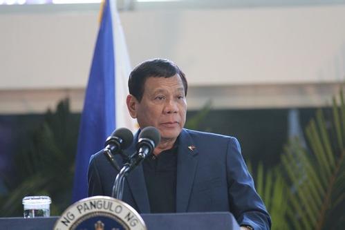 杜特尔特归还中国步枪 希望菲律宾能回报中国