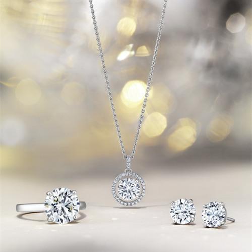 戴比尔斯推出全新2017假日时光珠宝 用它温暖你的家人