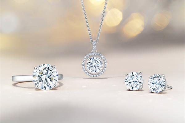 戴比尔斯推出全新Enchanted Lotus系列珠宝