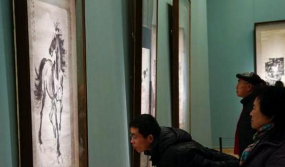 中国美术馆展出200余件套精品馆藏