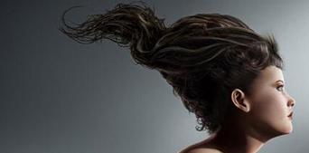 头发经常出油是什么原因?