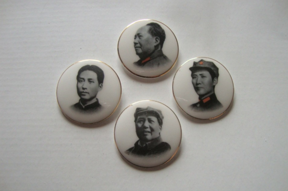 德化瓷厂4枚一组瓷质毛主席像章价格是多少?