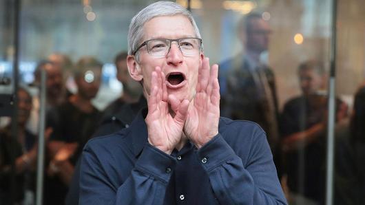 苹果一年内或成为首个市值达到1万亿美元公司