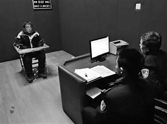 快递员骂民警被拘 因把罚单照片配上辱骂民警的言论发到了朋友圈