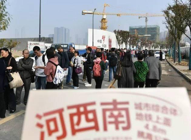 南京百万富翁排队抢房 需持有200万现金或者存单