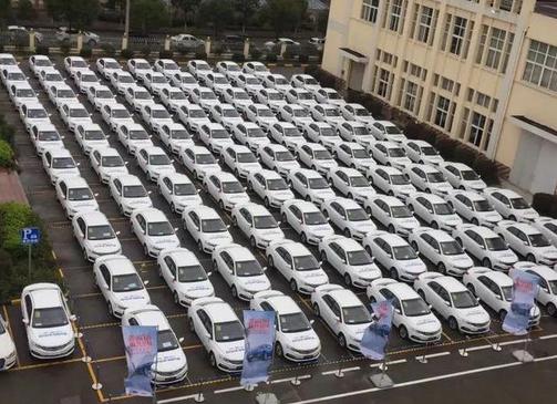 公司送员工每人一辆车 别人家的老板!