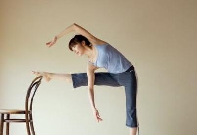 白领颈椎痛怎么办?教你做椅子健身操