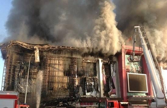北京商场大火烧2名消防员牺牲 麦当劳担责45%