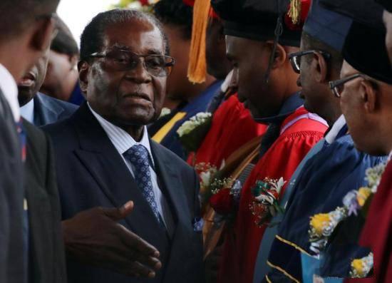 穆加贝93岁辞职保家产 同事赦免他和妻子格蕾丝