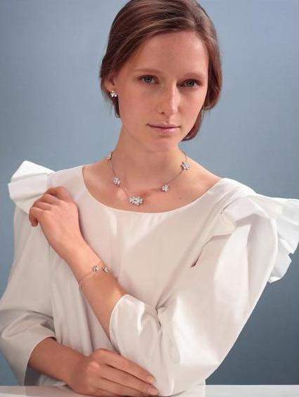 梵克雅宝年度璀璨盛宴:Diamond Breeze T™ 白钻妆点精致珠宝