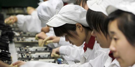 苹果证实富士康用学生组装iPhoneX 并非法加班